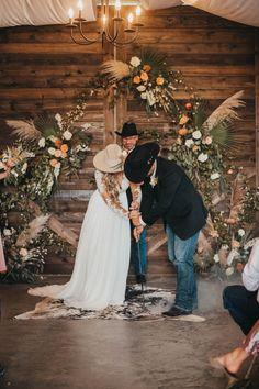 Cowgirl Wedding, Farm Wedding, Boho Wedding, Dream Wedding, Western Wedding Ideas, Cowboy Weddings, Western Weddings, Country Barn Weddings, Wedding Country