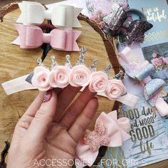 Diy Baby Headbands, Baby Bows, Ribbon Flower Tutorial, Bow Template, Flower Hair Accessories, Bow Design, Boutique Hair Bows, Girls Bows, Hair Ornaments