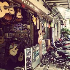 "Stefan Charbonneau su Instagram: ""Guitar Street, Ho Chi Minh City, Vietnam"""