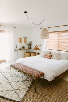 30 Boho chic Bedroom decor ideas and inspiration - pink accent simple cozy bohemian decor Boho Chic Bedroom, Home Decor Bedroom, Bedroom Ideas, Bedroom Inspo, Design Bedroom, Bedroom Bed, Bed Room, Bedroom Furniture, Bedroom Curtains