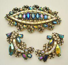 Use Walmart Jewelry Department For Your Shopping List Inexpensive Jewelry, Cheap Jewelry, Jewelry Sets, Jewelry Accessories, Rhinestone Jewelry, Vintage Rhinestone, Vintage Brooches, Sparkly Jewelry, Gold Jewelry