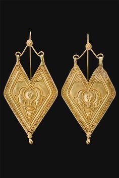 India | 22kt Gold filigree 'Panddi' earrings from Gujarat - Saurashtra | ca.  first half 1900s