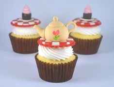 How to Make a Fondant Teapot Topper - Tutorial - Cake Central Fondant Cupcake Toppers, Fondant Cakes, Cupcake Cakes, Cake Fondant, 3d Cakes, Fondant Figures, Cake Topper Tutorial, Fondant Tutorial, Cake Decorating Tutorials
