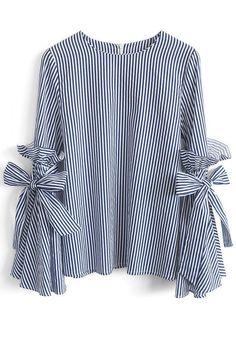 Cute shirt with bows & stripes!