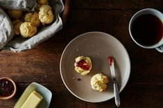 How to turn 2 ingredients into perfect biscuits in less time than it takes to drink your coffee. Mic's, you can make biscuits for breakfast on the weekends! 2 Ingredient Biscuits, Bread Recipes, Cooking Recipes, Potluck Recipes, Oven Recipes, Recipes Dinner, Yummy Recipes, Dessert Recipes, Pan Rapido
