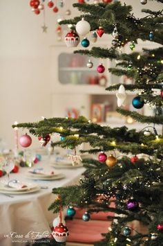 Small Christmas Trees, Cottage Christmas, Christmas Mood, Noel Christmas, Merry Little Christmas, All Things Christmas, Modern Christmas, Christmas Houses, Christmas Tables