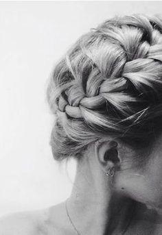 Summer Braids :: Beach Hair :: Natural Waves :: Long + Blonde Boho Festival :: Messy Manes :: Free your Wild :: See more Untamed DIY Simple + Easy Hairstyle Tutorials + Inspiration Messy Hairstyles, Pretty Hairstyles, Milkmaid Braid, Braid Crown, Coiffure Hair, Cut Her Hair, Good Hair Day, Hair Dos, Gorgeous Hair