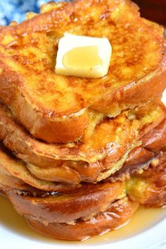 The BEST French Toast. This is the best French Toast recipe that features soft, buttery Brioche bread soaked in sweetened egg mixture. Perfect combination of plush and soft inside and crispy outside texture. recipes breakfast The Best French Toast Breakfast And Brunch, Breakfast Items, Breakfast Dishes, Breakfast Casserole, Tasty Breakfast Recipes, Breakfast Ideas With Eggs, Morning Breakfast, Southern Breakfast, French Toast Casserole