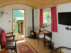 Fancy a stay in a bespoke, hand-made shepherds hut? If so Shepherd's Hut (Ref. 17899) is for you!