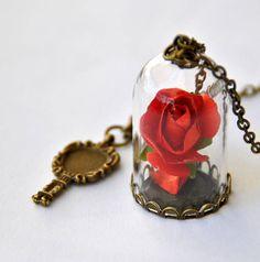 """Ciondolo ispirato al film """"La bella e la bestia"""" cupola, campana di vetro con rosa rossa incantata"""