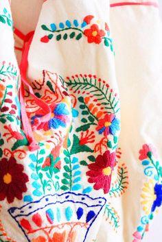 La florecita Mexicana embroidered birds bag