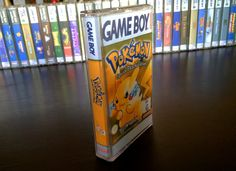Need some custom storage for old Game Boy cartridges? Some clever Nintendo fans have created Game Boy cassette cases to show off their retro collections. Game Boy, Video Game Organization, Video Game Storage, Nerd Decor, Game Room Decor, Video Game Rooms, Video Game Art, Nintendo Ds, Nintendo Games