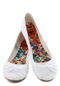 Knot Without You Flat. When the weather is warm and you plan on spending the day outdoors, you always rely on these white fabric flats to take you from here to there! Cute Shoes, Me Too Shoes, Shoe Boots, Shoes Heels, Louboutin Shoes, Flat Shoes, Walk In My Shoes, Kinds Of Shoes, Crazy Shoes