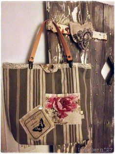 1 Tote Bags Handmade, Handmade Purses, Handmade Handbags, Pochette Diy, Diy Bags Purses, Diy Handbag, Patchwork Bags, Fabric Bags, Bagan