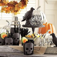 Halloween decorations IDEAS & INSPIRATIONS  Halloween Decorating Inspirations With Skulls and Skeletons