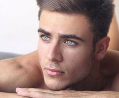 37 Best Haircuts for Men With Thick Hair in 2019 - Style My Hairs Beautiful Men Faces, Hommes Sexy, Stunning Eyes, Pretty Eyes, Male Face, Attractive Men, Male Beauty, Cute Guys, Sexy Men