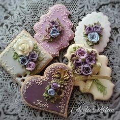 So nice flowers cookies Elegant Cookies, Fancy Cookies, Valentine Cookies, Iced Cookies, Cute Cookies, Royal Icing Cookies, Cupcake Cookies, Sugar Cookies, Christmas Cookies