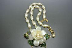 Vintage-Chanel-faux-pearl-camilia-Gripoix-leaves-necklace
