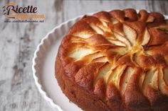 Cake with yoghurt and apple Sweet Recipes, Cake Recipes, Cooking For Dummies, Cooking Ideas, Apple Deserts, Delicious Desserts, Yummy Food, Sweet Cakes, Apple Pie