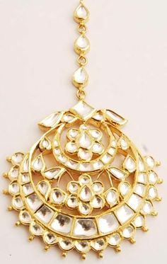 Are you looking for maang tikka for your round face? Here we present 9 most beautiful maang tikka jewellery designs for round faced girls to choose best from it.