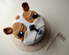 Spied over at Poppytalk, I couldn't resist sharing this adorable little puppy cake. This is Hunter and he's an impossibly cute doggie and also the inspiration for this impossibly cute puppy cake created by Coco Cake Cupcakes. Churros, Tarta Dragon Ball, Beautiful Cakes, Amazing Cakes, Puppy Dog Cakes, Doggie Cake, Bulldog Cake, Cake Land, Animal Cakes