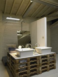 #pallets in the bathroom!? Yes please! More upcycled wooden #pallet furniture