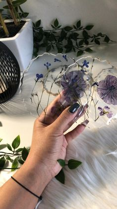 Epoxy Resin Art, Diy Resin Art, Diy Resin Crafts, Resin Jewelry Tutorial, Resin Tutorial, Resin Flowers, Dried Flowers, Diy Resin Crystals, Resin Countertops