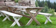 LAGE HAGEMØBLER: Utemøblene er stødige og gode i bruk og vil holde i mange år selv med uimpregnerte materialer.