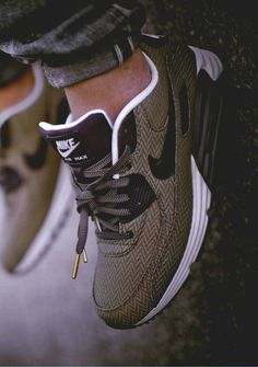 Wheretoget - Brown patterned Nike sneakers