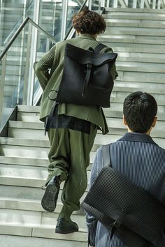 Brand site for HOMME PLISSÉ ISSEY MIYAKE. Visit to see official information including season visuals, products, the art archives, videos, and the store list. Issey Miyake Men, Hipster Man, Suit Shop, Pleated Pants, Asian Boys, Burberry, Street Wear, Swag, Menswear