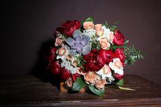 Succulents, pions, roses capuccino