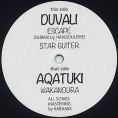 """Duvali - Escape / Star Guitar c/w Aquatuki - Wakanoura:待ちに待ったDuvali初音源。このバンドこの音源では魅力の一部しか出てませんがDubをベースに、Afro、Latin、Funk(Houseも)など解ってる要素モリモリで突き刺してるかなり好きなバンド。アップから気持ち悪いスロウまでいい感じにキメてきます。  でこのアカツキとのスプリット10inch。Duvali収録曲は2曲気持ち悪いDubな""""Escape""""と四つ打ちアップ目な""""Star Guitar""""特に後者はAfro DiscoやLatin Disco、もちろんHouseともイケるかと。かなり好き。  もっと音源期待したいな~。もっと生々しい曲にも魅力多々あるので。  アカツキはバレアリックな風味を感じさせる生音、ちょっとチル展開もなかなかこみ上げるナイス。"""