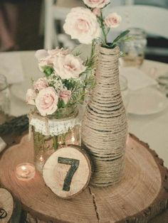 Mason jar on wooden slice rustic wedding centerpiece #weddingcenterpieces #centerpieces #rusticwedding