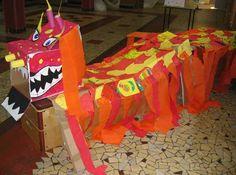 dragon fait avec des caisses en carton
