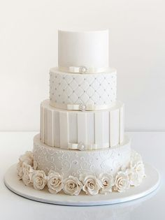 White Wedding Cakes - These gorgeous wedding cake pictures are sure to inspire your wedding cake design. From simple to elegant to chic wedding cakes, there is something for every taste - no pun intended. White Wedding Cakes, Elegant Wedding Cakes, Beautiful Wedding Cakes, Gorgeous Cakes, Wedding Cake Designs, Pretty Cakes, Wedding White, White Cakes, Tier Wedding Cakes