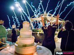 EXCLUSIVE: All the Details on Rachael Ray's 'Spectacular' Wedding Renewal Cake (PHOTOS) http://greatideas.people.com/2015/10/08/rachael-ray-wedding-cake-vow-renewal/
