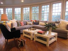 I would love to have a large family room with a wall of windows... so pretty