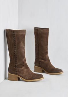 Nashville Me In Boot. Whats the scoop with these absolutely fabulous boots by Mojo Moxy? #brown #modcloth