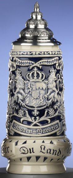 Jarra de cerveza alemana, jarra gris de baviera, adelante escudo nacional,