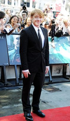 Rupert Grint looking spiffy in that awesome suit!  Fit and Fine!