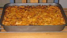 En förträfflig bjudrätt som man kan förbereda dagen före och ställa in i ugnen och gratinera när det är matdags. Ha då inte över det i en form utan ha allt i skålen och blanda ihop. Ha sen över det i en form när du ska grädda/gratinera. Dove Recipes, Meat Recipes, Snack Recipes, Snacks, Minced Meat Recipe, Swedish Recipes, Recipe For Mom, Beef Dishes, Everyday Food