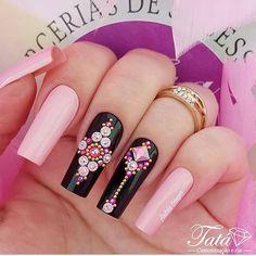 UNHAS ROSAS 💕 ♡ #unhas #unhasdecoradas #naildesigns #decoração #lindasunhas #unhasrosas #unhasrosasdecoradas #rosa #pink White Nails, Pink Nails, Glitter Nails, Glamour Nails, Gem Nails, New Nail Designs, Nail Art Diy, Trendy Nails, Nails Inspiration