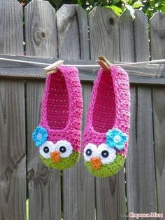 Easy Owl Slippers [Free Crochet Pattern] ONLY FREE crocheting patterns for Amigurumi, Toys, Afghans, Baby Blankets, New Stitches and Tutorials and many more! Crochet Boots, Crochet Slippers, Love Crochet, Crochet For Kids, Crochet Clothes, Crochet Baby, Knit Crochet, Crochet Needles, Easy Crochet