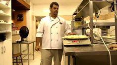 """Como calcular o preço de uma pizza.Atenção !! Essa dica do Chef William Gazal, de forma simples e didática pode e deve ser utilizada para elaboração das fichas de receitas. A utilização da balança é uma """"ferramenta"""" muito importante para elaboração de custos. Parabéns ao Chef Willian pela coloboração"""