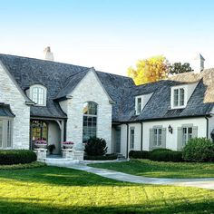 Ideas farmhouse style exterior curb appeal french country for 2019 Style At Home, Country Style Homes, French Country Style, Exterior House Colors, Exterior Paint, Exterior Design, Exterior Shutters, Facade Design, Roof Design