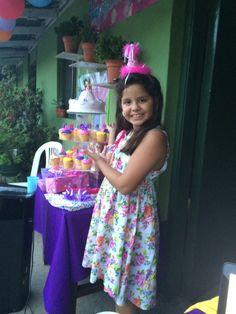 Mi princesa con su queque de ocho años!!!
