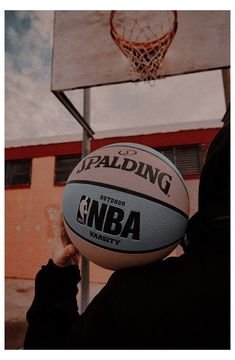 Basketball Tumblr, Basketball Art, Basketball Pictures, Sports Wallpapers, Cute Wallpapers, Aesthetic Iphone Wallpaper, Aesthetic Wallpapers, Basketball Background, Basketball Photography