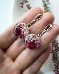 ✖️Sold 🌸 Bright earrings with a pink grail – epoxy resin DIY Jewelry Crafts, Jewelry Art, Handmade Jewelry, Fashion Jewelry, Jewelry Design, Diy Resin Earrings, Ideas Joyería, Making Resin Jewellery, Diy Resin Art