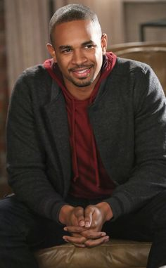 Holy happiness - Damon Wayans Jr. is going to be back on New Girl.  Life made.