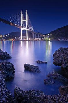 Still Waters, Bridge at night, Nagasaki, Japan靜水大橋在夜間,日本長崎